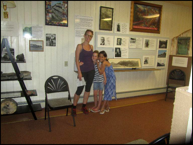mother and children at the museum